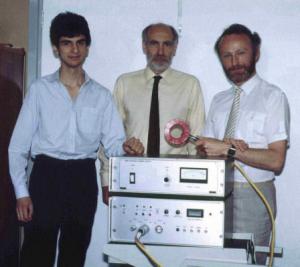 Anthony Barker e a experiência bem sucedida de Estimulação Magnética Transcraniana.